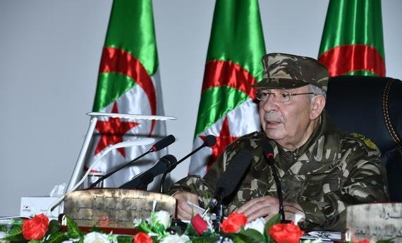 Photo of الفريق قايد صالح ينوه بالتفاف الشعب حول جيشه وعزمه على انجاح رئاسيات 12 ديسمبر