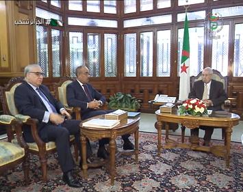 Photo of رئيس الدولة يستعرض مع الوزير الاول الأوضاع السياسية والاقتصادية والاجتماعية في البلاد