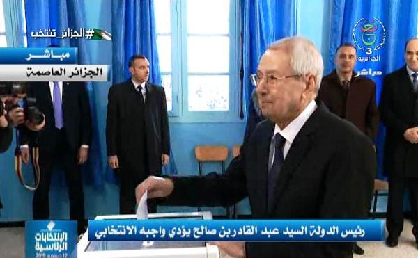 Photo of رئيس الدولة يؤدي واجبه الانتخابي