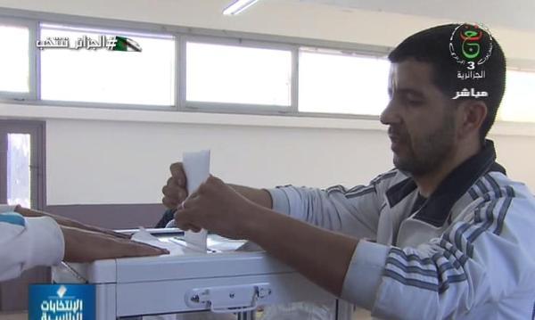 Photo of افتتاح مكاتب التصويت وبداية عملية الانتخاب