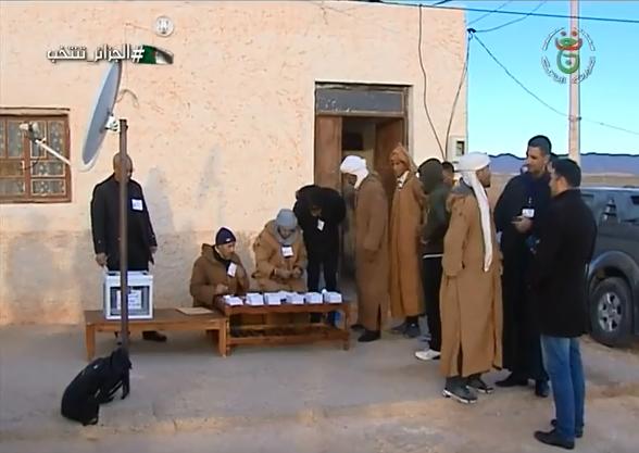 Photo of الأغواط : البدو الرحل يؤدون واجبهم الإنتخابي