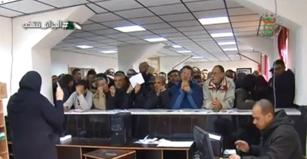 Photo of باتنة : توافد كبير للمواطنين لإستخراج بطاقات الإنتخاب