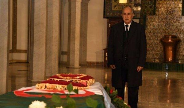 Photo of Tebboune  rend hommage à la foule immense et mémorable qui a accompagné le défunt à sa dernière demeure