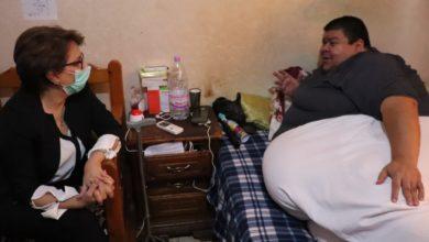 Photo of وزيرة الثقافة السيدة مليكة بن دودة في زيارة للفنان محمد بوخديمي