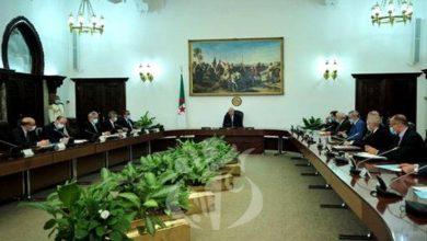 Photo of رئيس الجمهورية يكلف الوزير الأول بدراسة إجراءات مكملة للحجر الصحي في عيد الفطر المبارك