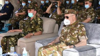 Photo of Le Général-Major Chanegriha supervise à Oran un exercice avec munitions réelles