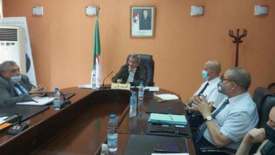 Photo of وزير الصحة يجتمع بمدراء الصحة والسكان ومدراء المؤسسات الإستشفائية