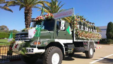 Photo of Arrivée du cortège funèbre des restes de 24 chefs de la Résistance populaire au cimetière d'El-Alia