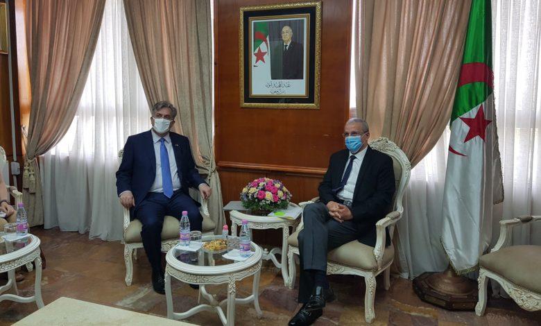 Photo of بن زيان يتباحث مع السفير الأمريكي بالجزائر حول إمكانية تطوير التعاون في التعليم العالي والبحث العلمي