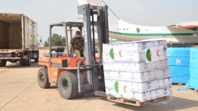 Photo of نقل شحنة من المساعدات إلى سكان مناطق الظل بتندوف على متن طائرة عسكرية