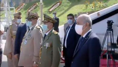 Photo of رئيس الجمهورية القائد الأعلى للقوات المسلحة وزير الدفاع الوطني يشرف على مراسم تقليد الرتب
