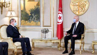 Photo of الرئيس التونسي قيس سعيد يستقبل وزير الشؤون الخارجية صبري بوقادوم