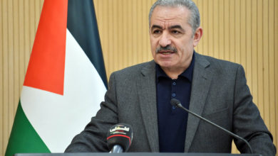 Photo of رئيس الوزراء الفلسطيني يشيد بموقف الجزائر الرافض لسياسة التطبيع مع الكيان الصهيوني