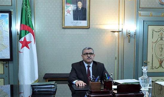 Photo of الوزير الأول يعزي مستشار رئيس الجمهورية في وفاة شقيقه