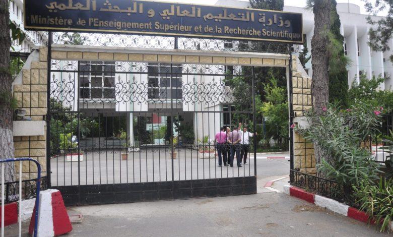 Photo of وزارة التعليم العالي: الطلبة الجزائريون في الخارج مدعوون لتجديد منحهم الدراسية عبر أرضية رقمية
