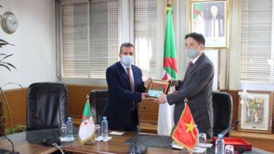 Photo of سفير الفيتنام بالجزائر يقوم بزيارة للتلفزيون العمومي الجزائري