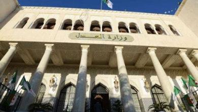 Photo of وزارة العدل: تأجيل العديد من القضايا الجزائية جاء استجابة لطلب دفاع المتهمين