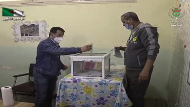 Photo of الأمين العام للمركزية النقابية السيد سليم لاباطشة يدلي بصوته في استفتاء تعديل الدستور