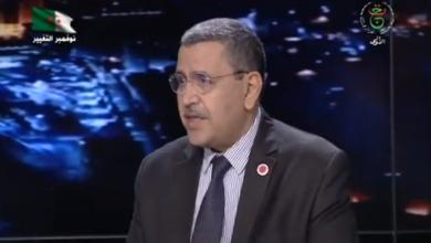 Photo of الوزير الأول يزور الأستوديو الخاص بالنشرات الإخبارية بحلته الجديدة