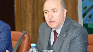 Photo of أيمن بن عبد الرحمان يؤكد ضرورة تسريع وتيرة رقمنة قطاع المالية