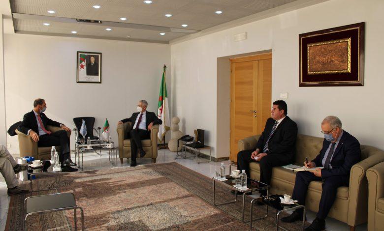 Photo of وزير الصناعة يلتقي بممثلين عن جمعية مصنعي المنتجات الإلكترونية والأجهزة الكهرو منزلية