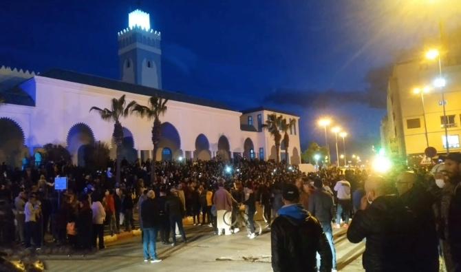 Photo of المغرب: احتجاجات في الفنيدق تطالب بفتح المساجد والسلطات تفرق المتظاهرين