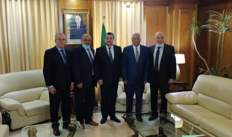 Photo of وزير الطاقة والمناجم يستقبل رئيس الفدرالية الوطنية لعمال البترول والغاز والكيمياء