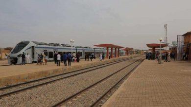 Photo of توقف سير القطارات التي تضمن الرحلات بين وهران – بشار بسبب تراكم الرمال
