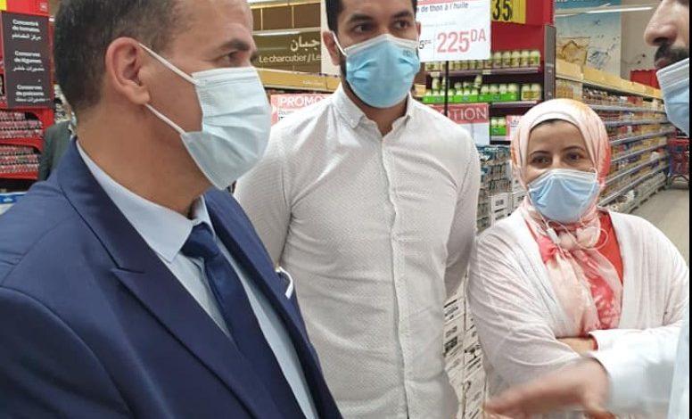 Photo of وزير التجارة يُعاين مدى توفر المنتجات واسعة الاستهلاك و المستلزمات الخاصة بعيد الفطر المبارك
