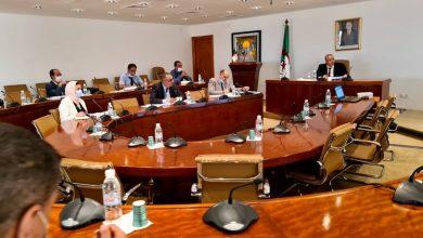 """Photo of وزير الصناعة يجتمع بمسؤولي شركة """"فيروفيال"""""""