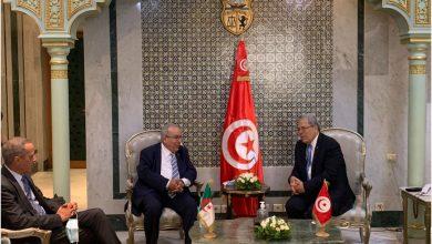 Photo of لعمامرة يبحث مع نظيره التونسي أهم القضايا العربية والمغاربية والافريقية