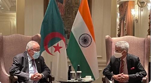 Photo of التعاون الاقتصادي والتحضير للاستحقاقات الثنائية القادمة في صلب لقاء لعمامرة ونظيره الهندي
