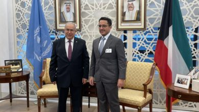 Photo of Lamamra discusses situation in Arab world with Kuwaiti counterpart