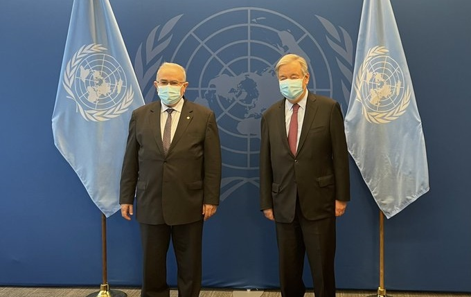 Photo of لعمامرة يعقد جلسة عمل مع الأمين العام للأمم المتحدة