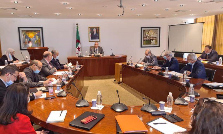 Photo of صناعة: تنصيب لجنة وطنية لمتابعة المشاريع الاستثمارية العالقة