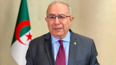 Photo of لعمامرة يهنئ البروفيسور بلحسين انتخابه مفوضا بالاتحاد الأفريقي